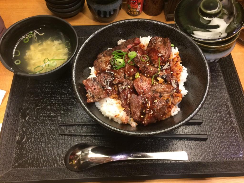 ASOBIBA大阪日本橋店の近くにある難波肉劇場のハラミ丼はめっちゃオイシイ